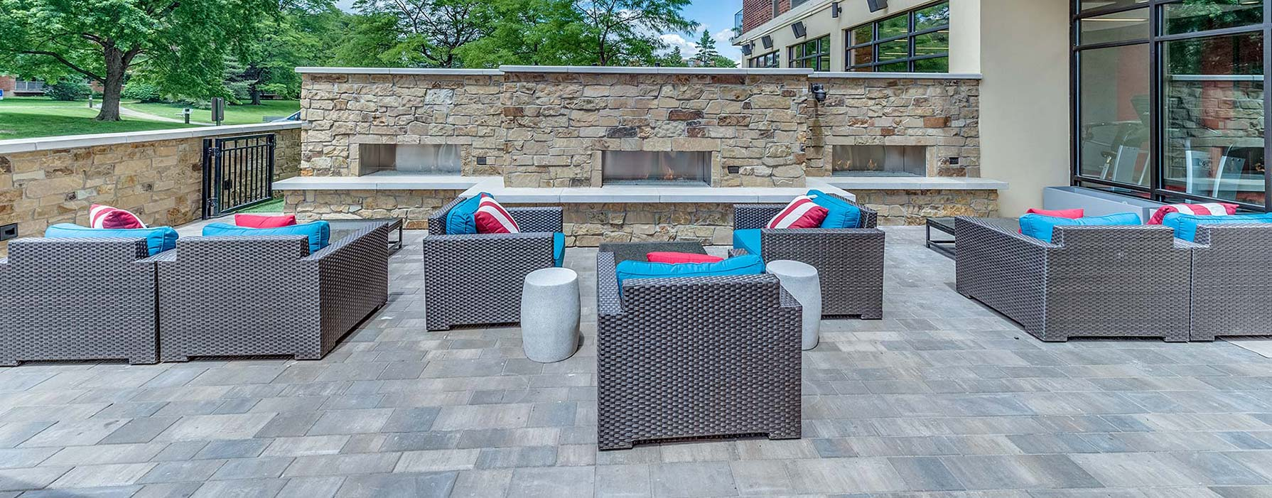 Yorktown Apartment Homes – Lombard, IL – Outdoor Area
