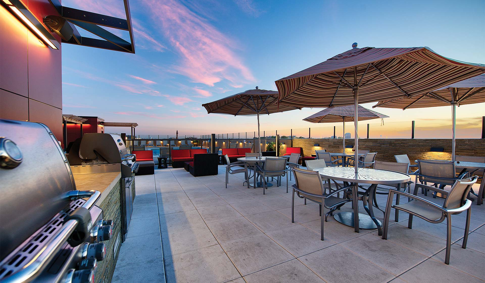 Yorktown Apartment Homes – Lombard, IL – Rooftop Patio